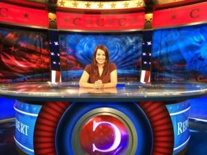 Sarkeesian i studion för programmet The Colbert Report.