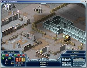 Skotten flyger och soldaterna rusar runt när en runda spelas upp.