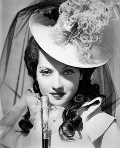 Merle Oberon som Marguerite i en filmatisering från 30-talet.